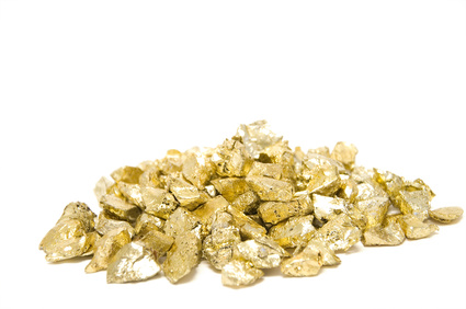 Goldnuggets und Goldgranulat